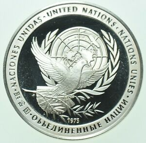 UNITED NATIONS, 1975 SILVER PROOF PEACE MEDAL, IN A CAPSULE FDC