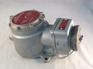 Cooper Crouse-Hinds Explosion Proof Sleeve Receptacle FSQC233 S1