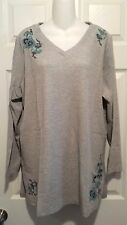 WOMAN WITHIN LONG SLEEVE WAFFLE KNIT TOP LIGHT GRAY WITH FLOWERS  SIZE M - NEW