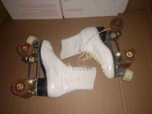 Vintage Douglas Snyder  holiday Hyde Roller Skates White Size 7