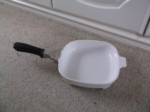 """CORNING PYROSIL! OVEN/ HOB/ MICROWAVE 8"""" CASSEROLE OR FRYPAN WITH HANDLE"""