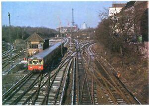 AK BERLIN Halensee nähe Westkreuz, S-Bahn-Zug, ICC im Bau, re. Häuser 70er Ja.