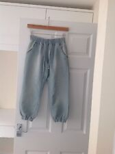 LADIES 'NEW LOOK' LIGHT DENIM BLUE CROPPED TROUSERS. SIZE 8. GOOD CONDITION.