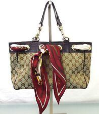 Gucci mit Fächern und zwei Trägern