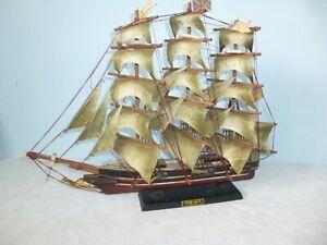 ANTIQUE / VINTAGE CUTTY SHARK LARGE WOODEN SHIP MODEL