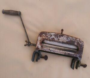 Antique Clothes Wringer! Distressed Hand Crank Vintage Original! Works well!