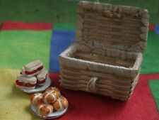 Straw Picnic Hamper Basket, Dolls House Miniature, Miniatures, 1.12 Scale