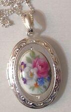 pendentif couleur argent porte photo gravé camée porcelaine fleurs couleur 715
