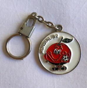 WORLD CUP SPAIN MUNDIAL ESPAÑA 1982 keychain key ring SANTIAGO BARNABEU