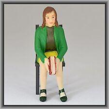 Dingler Handbemalte Figur Polyresin Spur 1 Frau sitzend, grüne Jacke (100219-01)