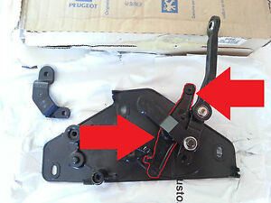 Peugeot 306 Cabriolet Convertible Power Roof Cable Pivot Bracket - NEW
