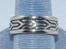 10k White Gold Ring with Beautiful Design Weighs 8.9 Grams