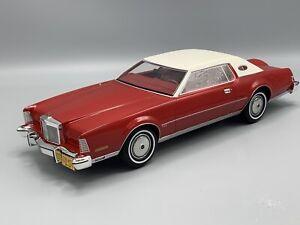 Lincoln Continental Mark IV, metallic-rot 1974   1:18 BoS Models  *NEW*