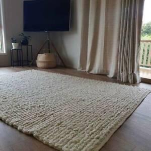 Hand woven rug (wool & viscose)