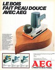 Publicité Advertising  108  1983   outillage AEG   ponceuse