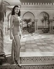 Yvonne De Carlo Unsigned 8x10 Photo (11)