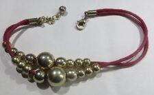 Bracelet 2 rangs en cordelettes rouges avec perles dorées – traces d'usage