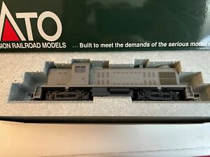 Kato Alco RS-2 Undecorated 37-2000 HO Scale NEW