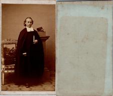 Un prêtre protestant en soutane noire et col blanc, circa 1870 CDV vintage album