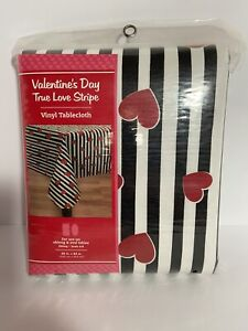 Valentine's Day White With Red Hearts Vinyl 60x84 Oblong Tablecloth