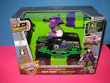 GRAVE DIGGER MONSTER JAM - RADIO CONTROL - CARNAGE CREATURE - BRAND NEW ! 1:24