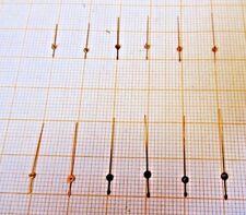 Lot mit neuwertigen Zentral - Sekundenzeiger für Chronographen.gelb..Länge 8,5