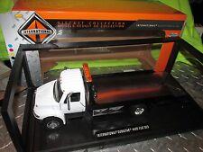 IH wrecker International 4400 Rollback Flatbed Tow truck 1:24 hauls mint cars