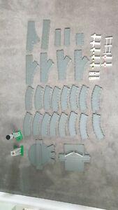 18 piece track, turntable, signals bundle ERTL Thomas & Friends Tank
