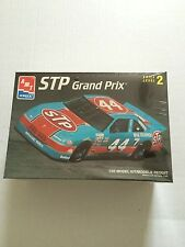 AMT PLASTIC MODEL KIT NASCAR #44 STP GRAND PRIX  1/25 SCALE NEW IN THE BOX