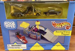 1999 Mattel Hot Wheels Kool Toyz Racing Arena Playset NIB
