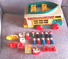 VINTAGE  FISHER PRICE LITTLE PEOPLE PLAY FAMILY CAMPER #994 WITH  EXTRAS