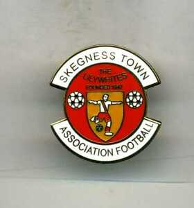 SKEGNESS TOWN  FC  NON LEAGUE FOOTBALL PIN BADGE