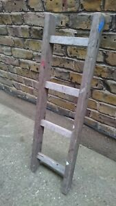 (920) VINTAGE  WOOD 4 RUNG  LADDER - COLLECT OR DELIVERY
