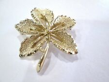 Sarah Coventry Signed Gold Tone Slotted Maple Leaf Brooch Pin