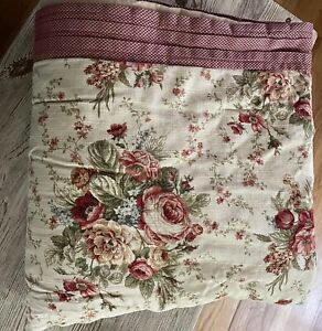 Waverly Home Goldenrod Floral Cabbage Roses Reversible Full Comforter