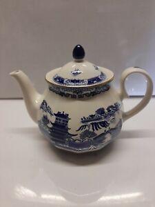 Vintage Ringtons Willow Pattern Teapot by Wade Ceramics       Sh35