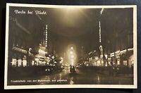 AK Fotographie Berlin bei Nacht Friedrichstr. von der Mohrenstr. aus gesehen
