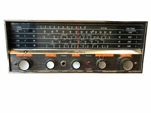 Vintage Hallicrafters SW-500 Shortwave Radio For Parts Lights up when Plugged In