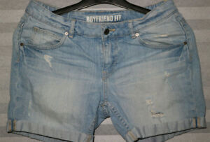 Divided by H&M kurze Jeans Hotpants boyfriend style Gr. S destroyed look