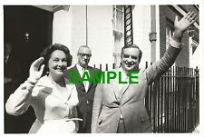 ORIGINAL PRESS PHOTO DENIS HEALEY LABOUR WITH MRS EDNA HEALEY MINI BUDGET 1974
