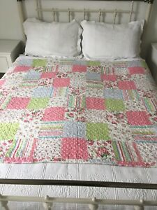 Stunning Patchwork Quilt Reversible  Rose bud Double size