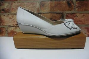 NEW VAN DAL FLORIDA II WHITE / SILVER METALLIC WEDGE SHOES SIZE 6 D  NEW BOXED