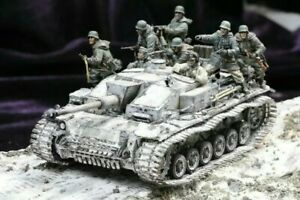 UK Shipping 1:35 Scale Unpainted Resin Figure German Tank Soldiers with infantry