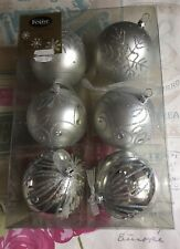 6 x Gorgeous Large Festive Christmas Silver Shatterproof Glass Baubles