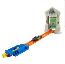 Hot Wheels Zombie Attack Track Set