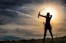 Enmarcado impresión-Archer disparar una flecha al atardecer (imagen Tiro con Arco Recurvo Arco)