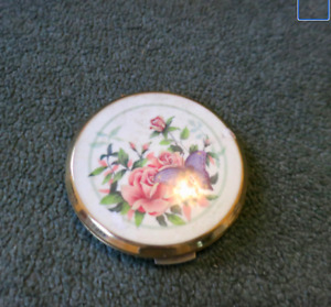 Strattons vintage compact case, goldtone metal, Made in UK,