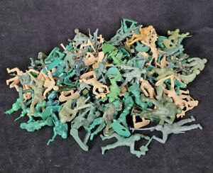 Large Lot Of Plastic Army Men Unbranded Mostly WWII Figures Various Poses Colors
