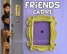 FRIENDS TV  -  CADRE JAUNE MONICA PORTE  - VOUS AIMER   F•R•I•E•N•D•S