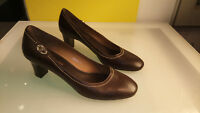 Etienne Aigner Womens high heel shoes size 8.5 Good condition